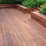 Embellissez votre jardin en installant une terrasse bois et profitez du soleil!